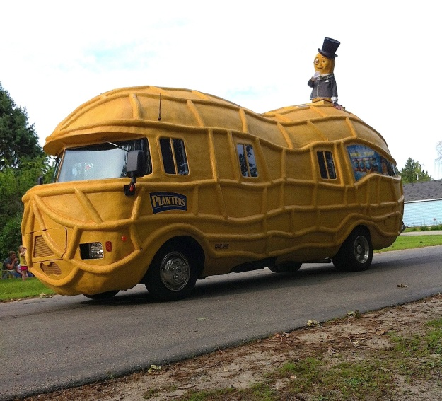 The Peanutmobile was a brand new (and unexpected) addition to this year's parade line-up.